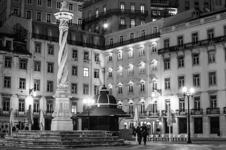 Couple Praca do Municipio Lisbon May 2016